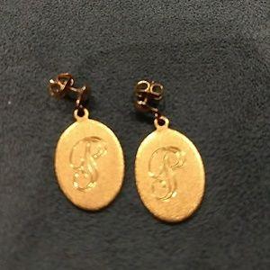 """Vintage Gold """"P"""" monogrammed earrings"""